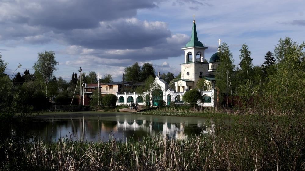 """Церковь в микрорайоне """"Заветы Ильича"""""""