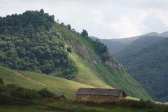 Дом у подножья гор
