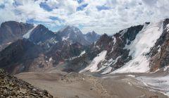 В окружении строгих гор