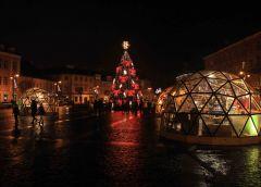Вильнюс 2018. Новогодняя елка на площади перед Ратушей и торговые павильоны