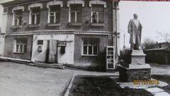 Ленин у старой аптеки на Ярославке