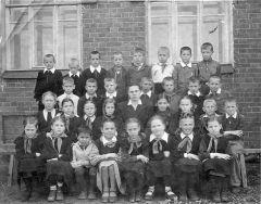 1951, май. Новодеревенская школа, 3-й класс
