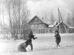 1972. Декабрь. Ул. Набережная, она же ул. Кировская (ВНИИЛМ  позади слева).
