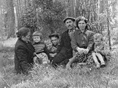 1957. Июль. В лесу за Новой Ярославкой.