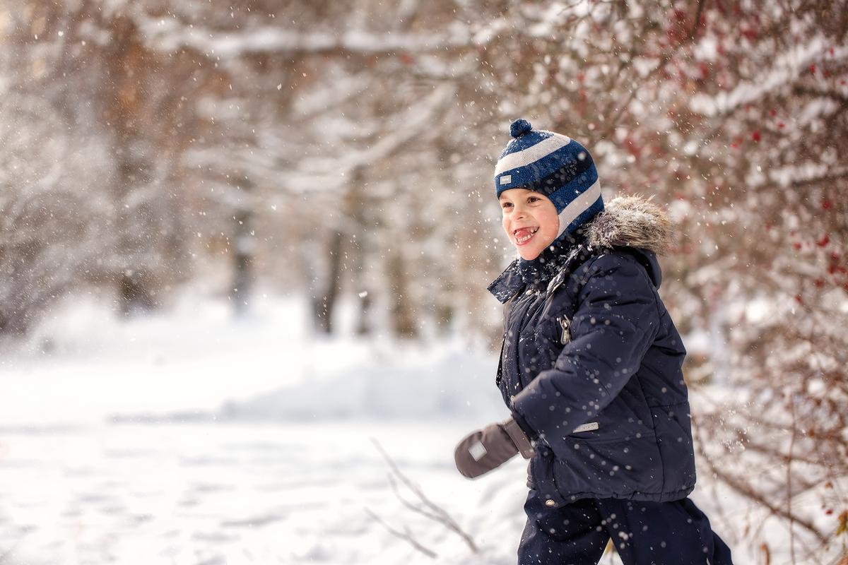 Зимняя прогулка в морозный солнечный день