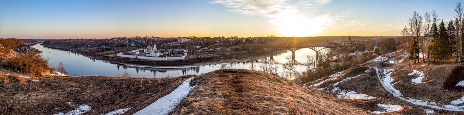 Старицкий монастырь и Волга с вала древнего городища
