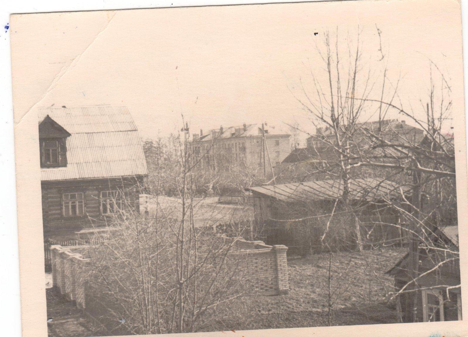 вид с ул.Горького на дома 22 и 24 по Московскому проспекту